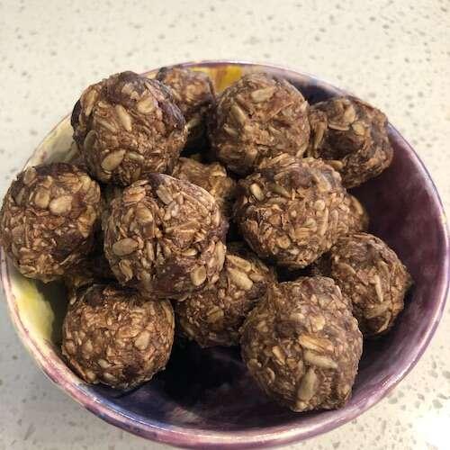 chocolate oat & nut energy balls